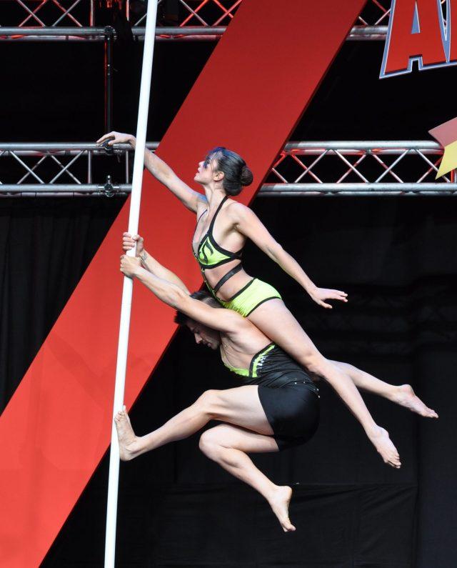 Démo de Pole Dance lors du Pro Show