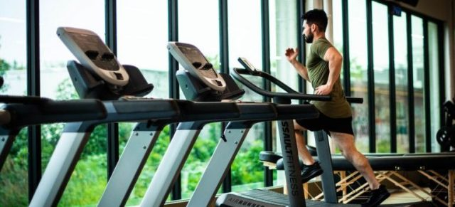 Man staying on track with fall fitness and health