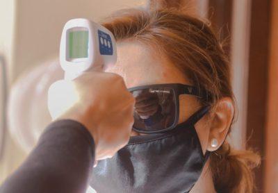 La correcta toma de temperatura contribuye a evitar posibles contagios de COVID-19