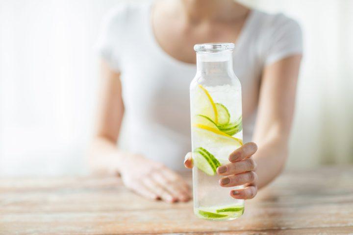 Wasser ist für Ihre Gesundheit unerlässlich und Flüssigkeitszufuhr ist ein Muss für Ihre Wellnessreise
