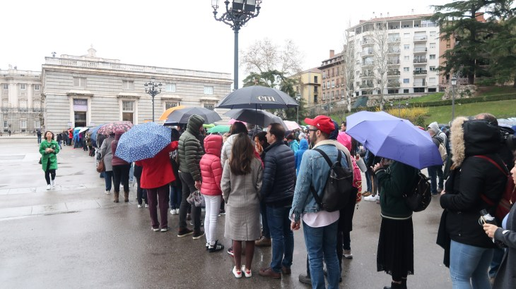 Places to visit in Madrid - queue by the Royal Palace