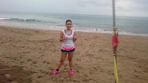Foto dengan background pantai adalah mandatory kalau ke Bali