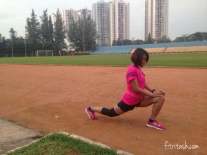 Stretching sebelum berlari di GOR Soemantri beberapa hari sebelum MBM 2016