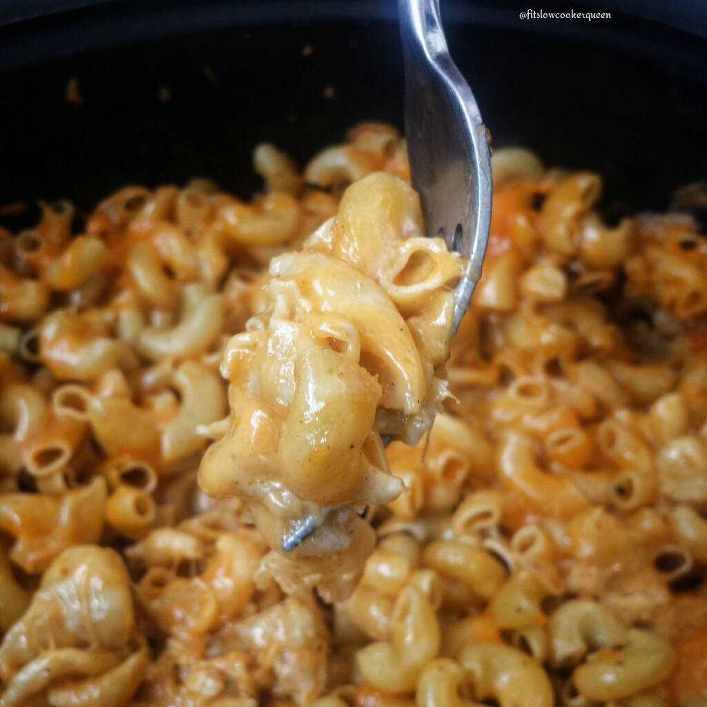 This easy and healthy slow cooker mac & cheese recipe only uses 5 main ingredients one of which is UNCOOKED macaroni pasta