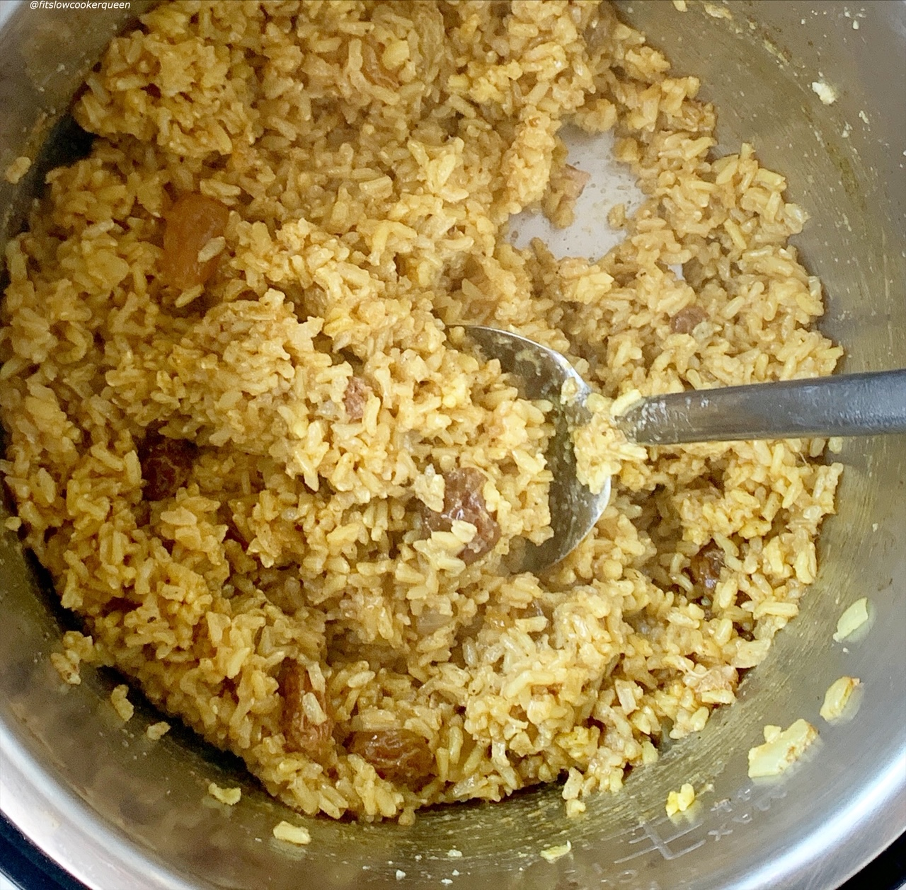 cooked brown rice with raisind
