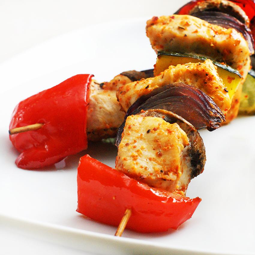 Szaszłyki drobiowo-warzywne z ryżem curry