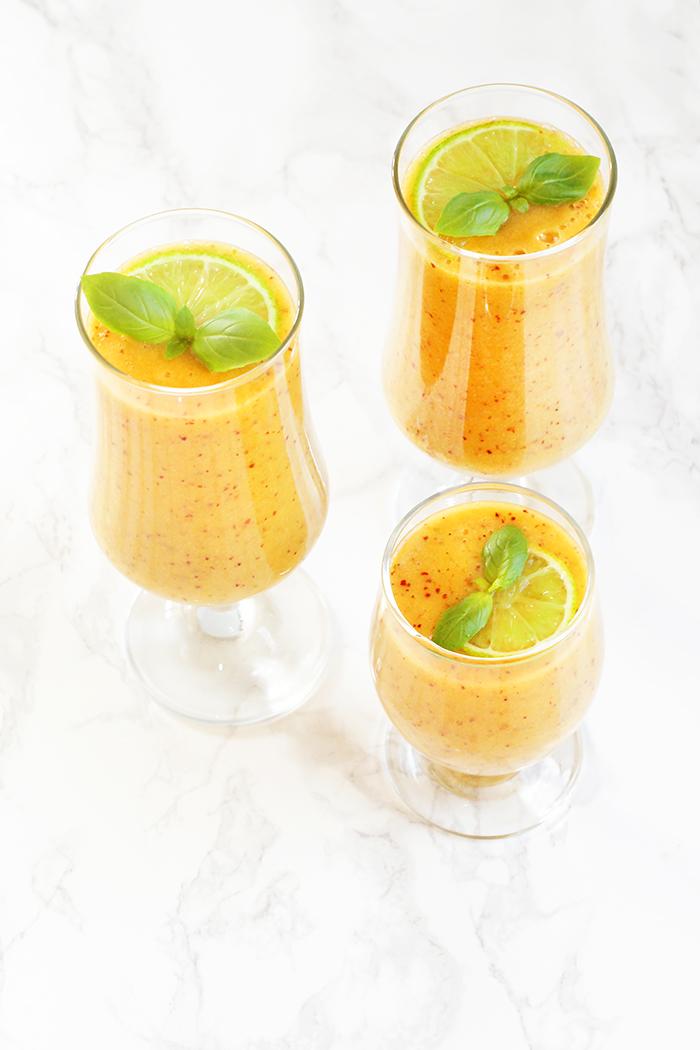 Nektarynkowo-bazyliowe smoothie