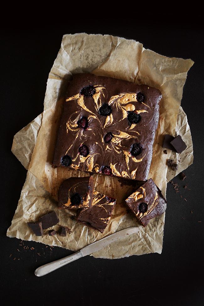 Ciasto czekoladowe z owocami. Moje Brownie.