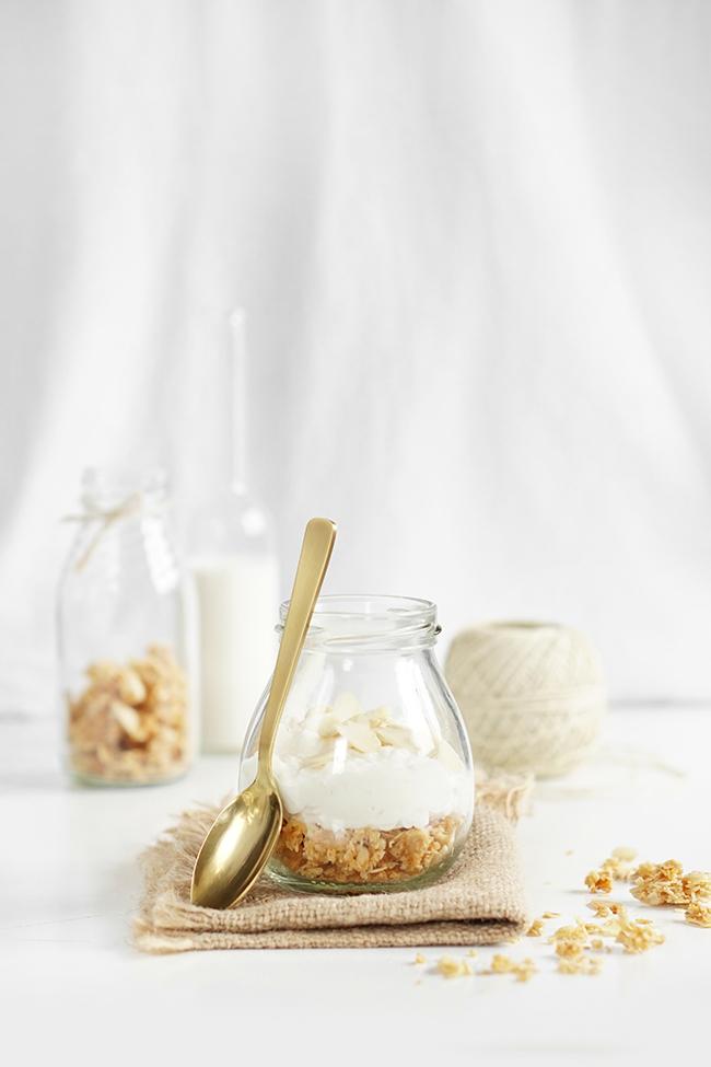 Deser kokosowy z domową granolą