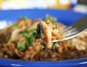 Kaszotto z kaszy gryczanej z pieczarkami i orzechami włoskimi