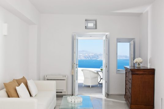 Luxury Hotels in Santorini Canaves