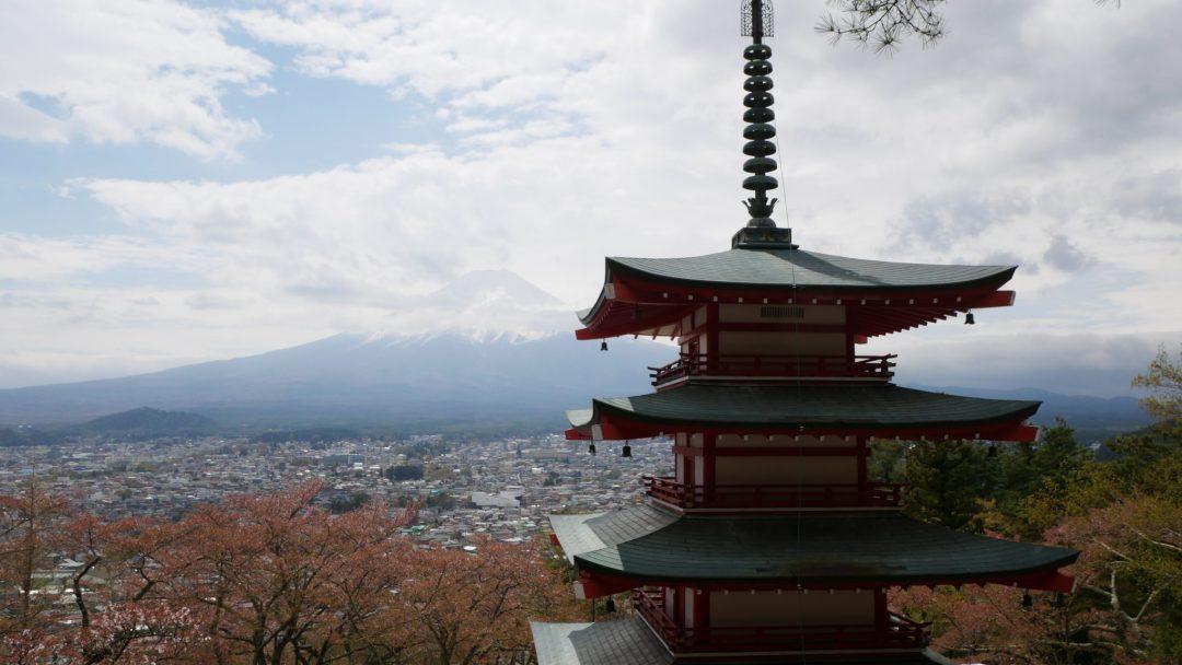 japan on a budget mt fuji fittwotravel.com