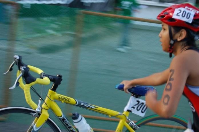 講明三鐵,就包括游水、單車、跑步,但三鐵總會搞嘅年度比賽竟然無單車踩。