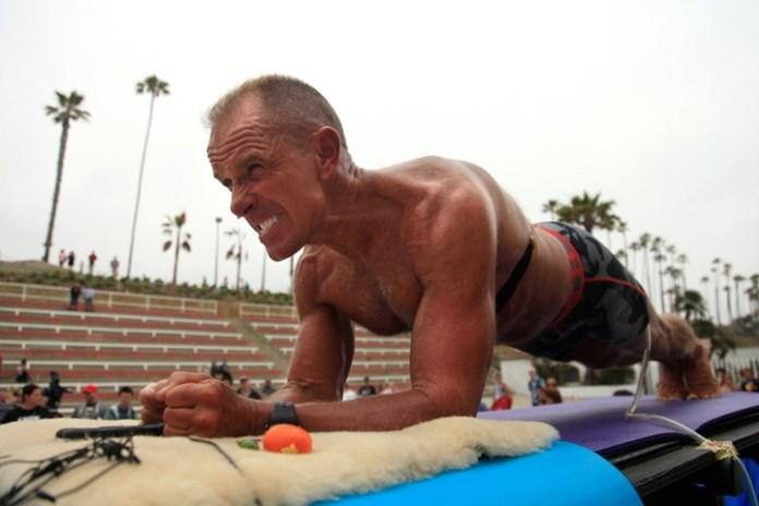 Plank嘅世界紀錄啱啱先喺五月尾突破咗5個鐘。圖為現今紀錄保持者George Hood。