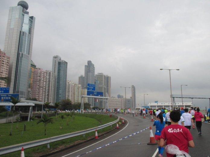 42.195公里 雨中的浪漫_03