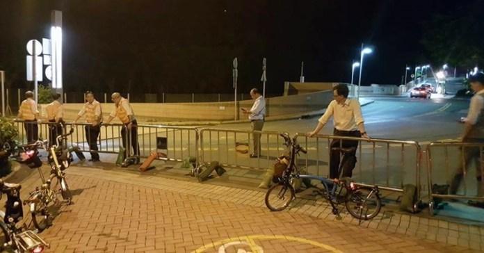 管理員用鐵欄欄住成條路