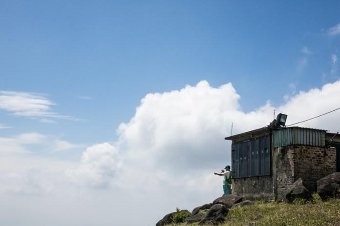 妙高台上景觀開揚,於此設立山火瞭望站可以監察大帽山、城門一帶郊野公園