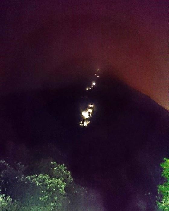 上針山的連綿燈火總是引人入勝