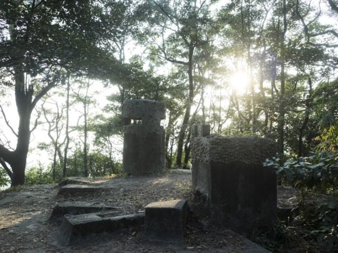 夕陽下的碉堡更見蕭瑟荒涼