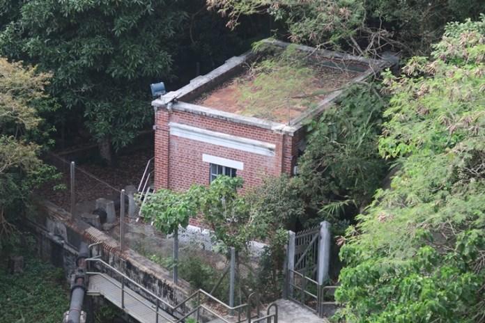 下水塘泵房和化學原料廠及通風口位於底部,一開始便到水壩者便需走回頭路去參觀,否則可遠眺。
