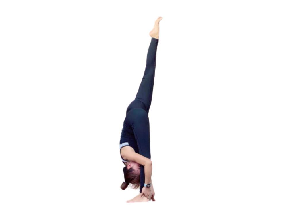 Urdhva Prasarita Eka Padasana (Standing split pose) - FITZABOUT