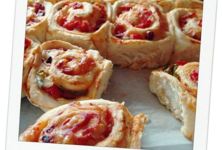 Classic! Simple and tasty pizza scrolls from five beans food