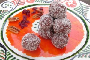 thanksgiving balls with chocolate, cranberry and pecan