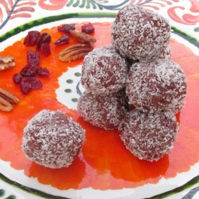 Cranberry, pecan and chocolate energy balls for Thanksgiving