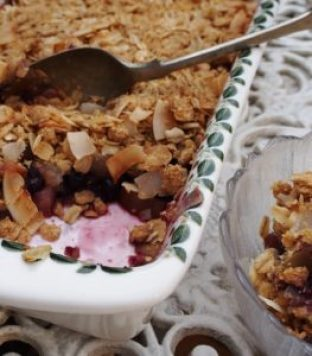 Apple, pear and raspberry crumble, a delicious and healthy dessert