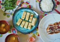 This simple Japanese style meal has rice, miso soup, salmon, egg and green beans
