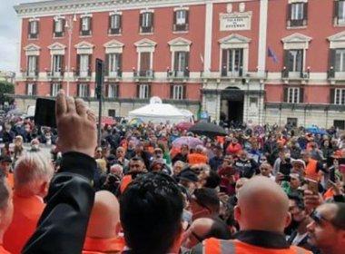 Gilet Arancioni a Bari la pandemia non esiste