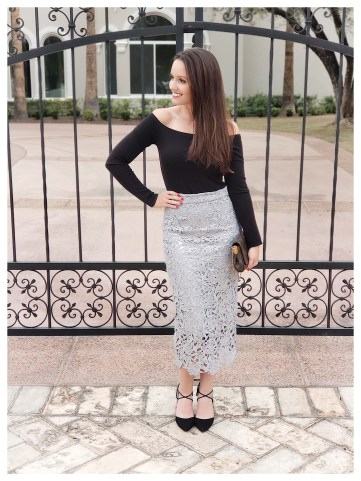 Petite Fashion Blogger in Rachel Parcell Skirt