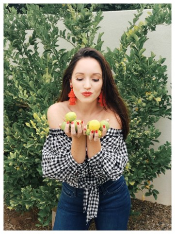 Petite Womens Fashions Blogger Wearing Forever 21 Gingham Top
