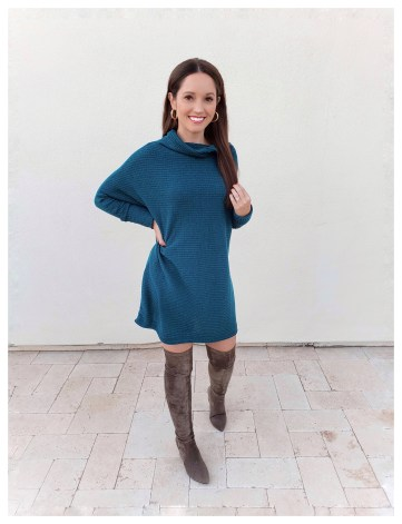 Petite Fashion Blogger Five Foot Feminine in Free People Sweater