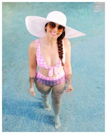 Rachel Parcell Large Brim Straw Hat on Five Foot Feminine