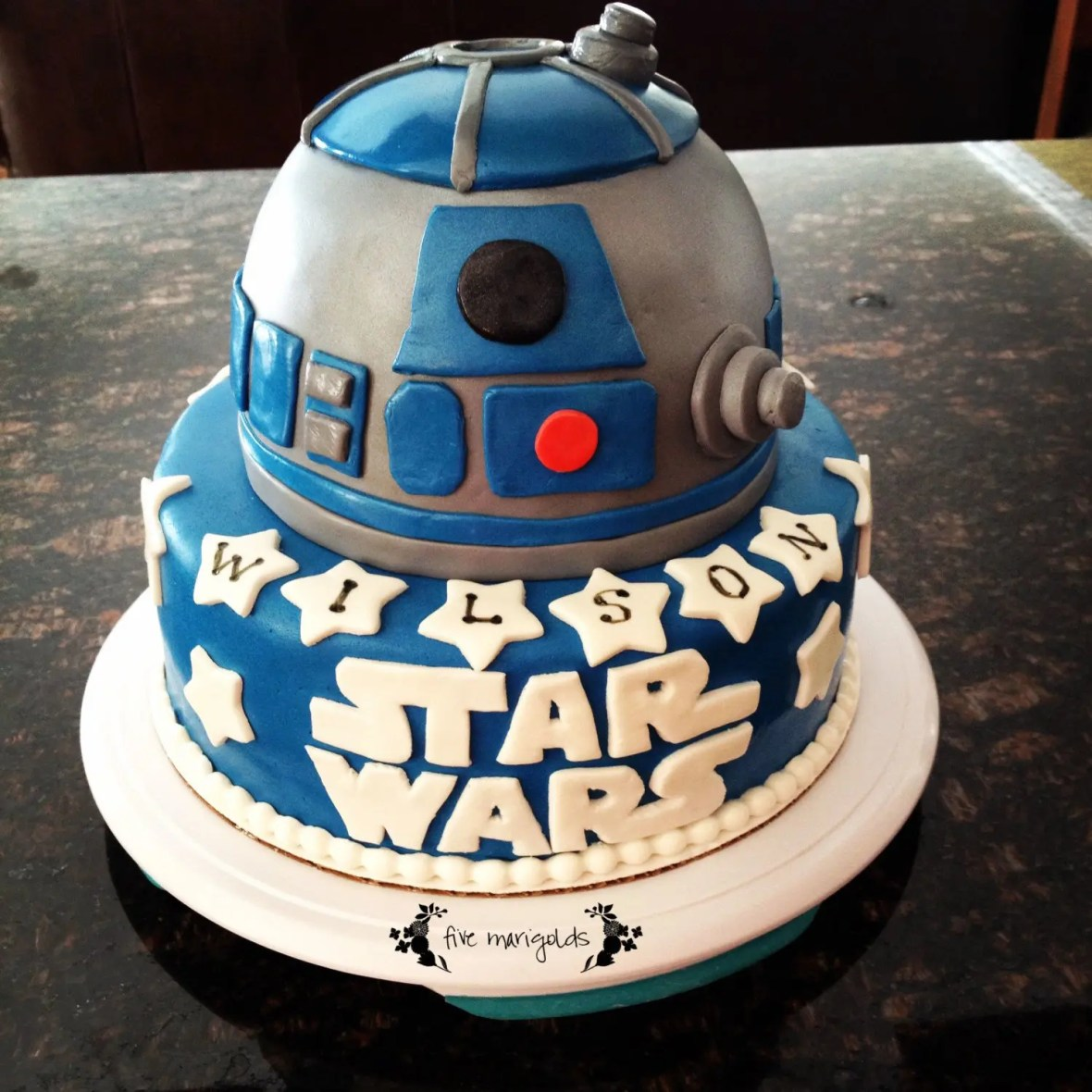 Star Wars Birthday Party Custom R2D2 Fondant Cake | www.fivemarigolds.com