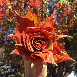 Turn colorful autumn leaves into a rose bouquet - tutorial | Five Marigolds