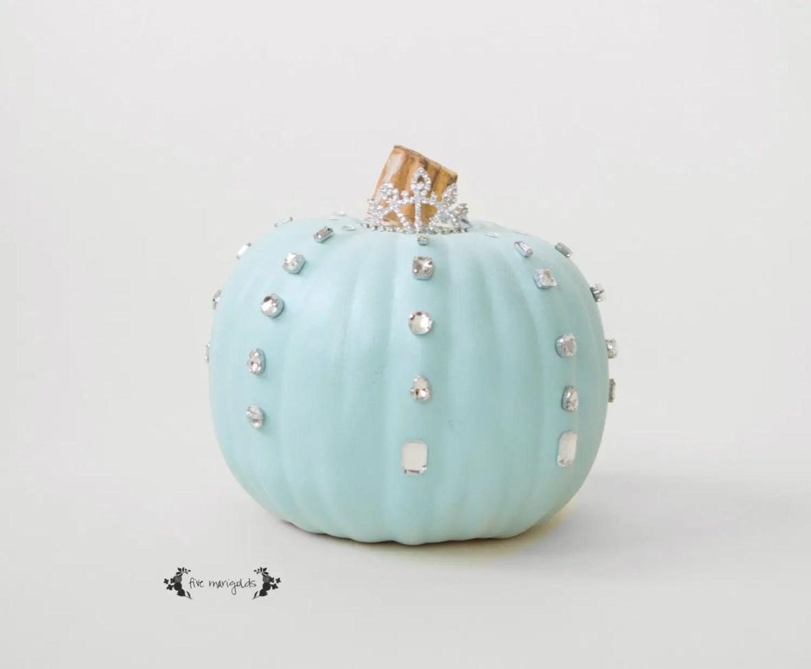5 No-Carve Pumpkin Ideas that don't suck! This Cinderella / Frozen pumpkin is super easy to make!