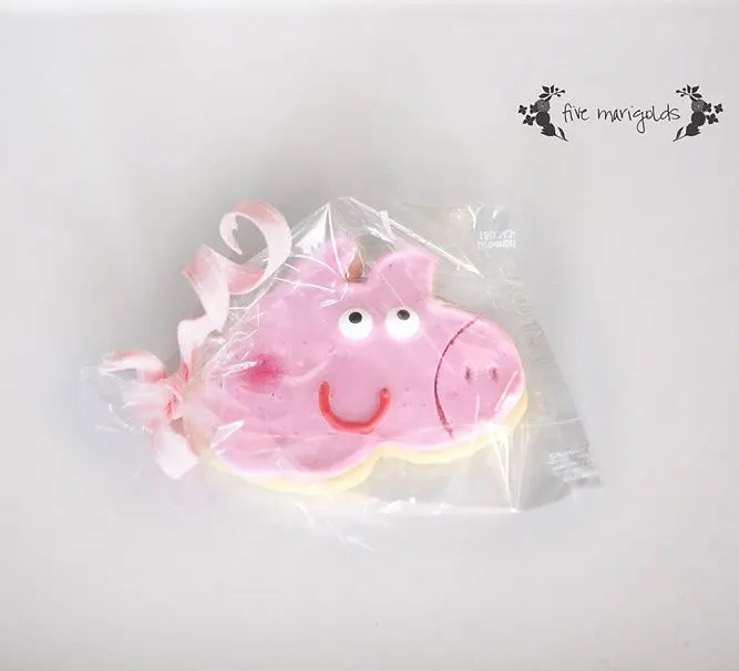 Peppa Pig Birthday Party Favor using DIY Custom Cookie Cutter for $1 | Five Marigolds