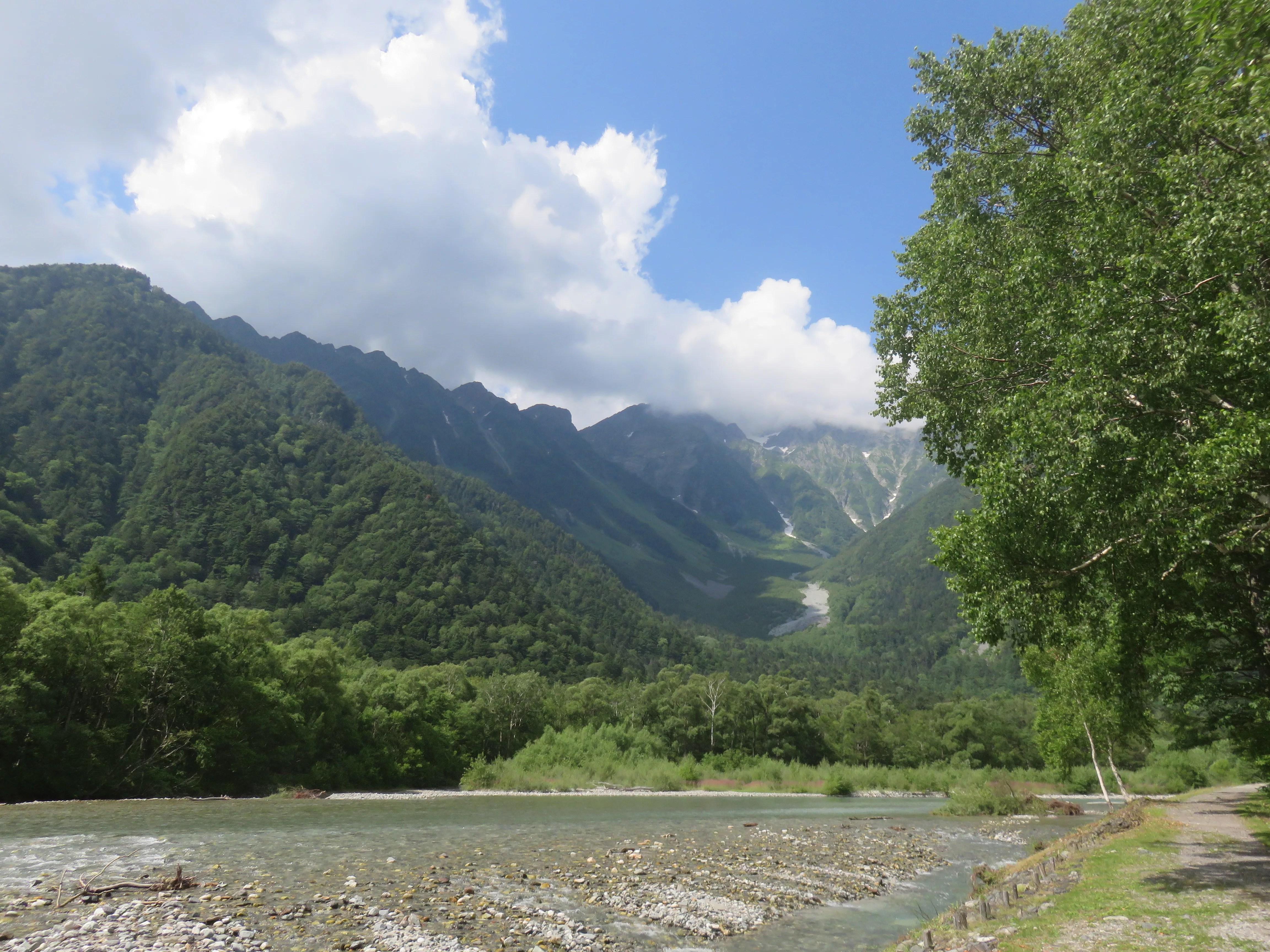 穂高連峰と夏空