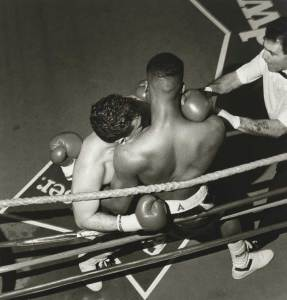 Larry Fink Illuminates the Drama of Boxing