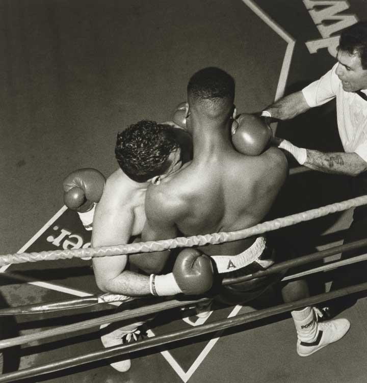 Larry Fink Illuminates the Drama of Boxing