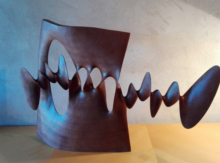 Spirals and Loops Twist Through Wooden Sculptures by Xavier Puente Vilardell