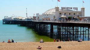 Brighton-England-beach-resort,babes,ocean-holiday
