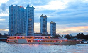 Boats-Buildings-Chao-Phraya-River-Bangkok