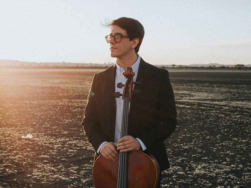 Retrato del jóven violoncellista queretano Luis Orlando Arcos Azpiri