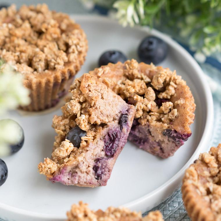 glutenfria-och-veganska-blabarsmuffins-med-havresmul-av-anna-winer-08-jpg.jpg