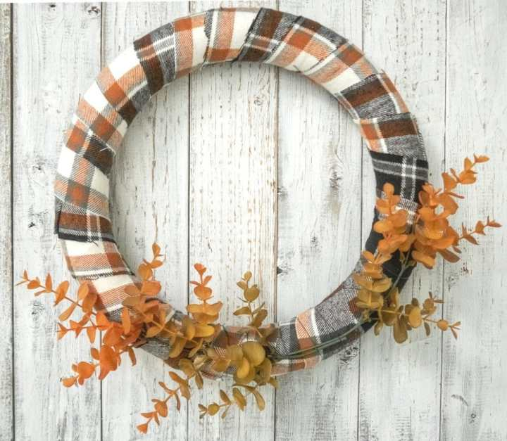 How to attach the eucalyptus to the wreath