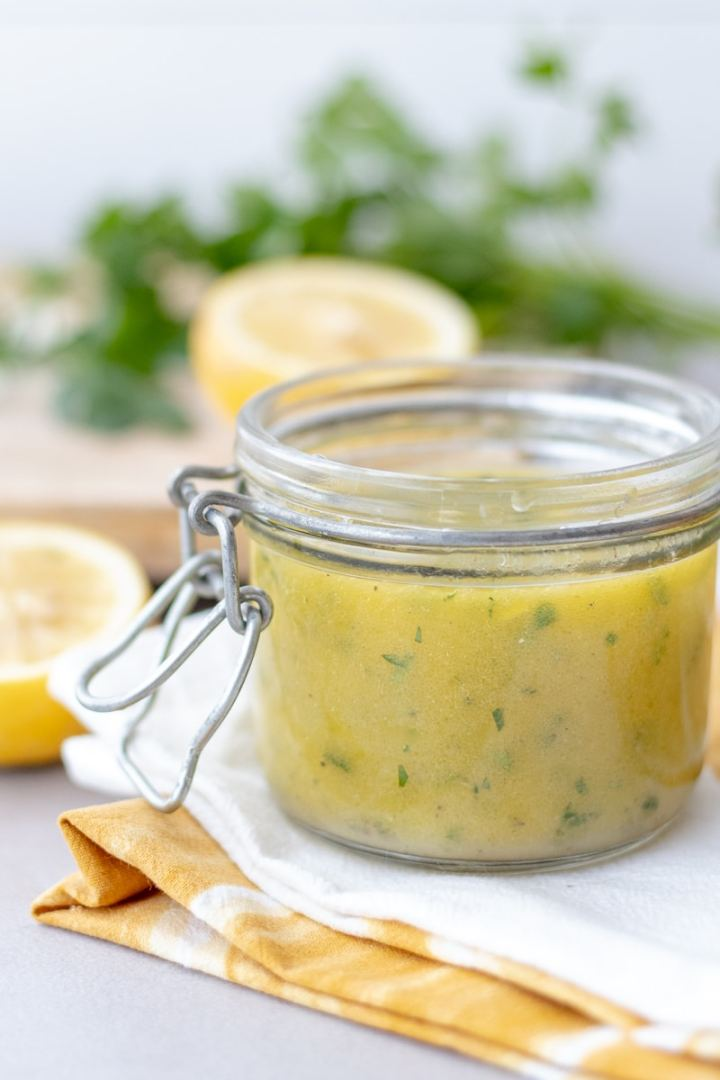 Lemon Herb Vinaigrette is an easy Whole30 and Paleo salad dressing recipe that can be used as a chicken or pork marinade too! Using all fresh ingredients, this can be whipped up in 5 minutes. #whole30 #salad #paleo