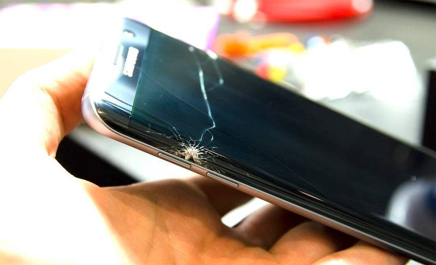 Galaxy S7 Edge broken screen repair service in London while you wait
